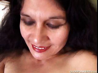 Amateur aficionado latino maduro picante para mostrar su cuerpo sexy