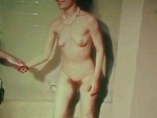 Mujer clásica de la vendimia en la escena de la mujer.