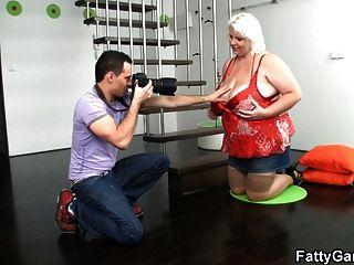 Caliente fotógrafo le encanta su coño gordo