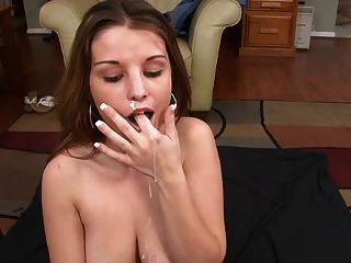 Bonita mamada aficionada y semen en su boca