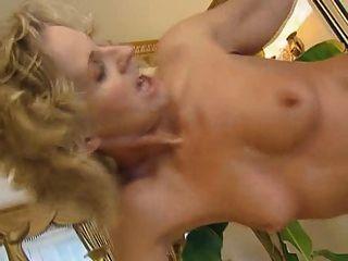 Linda rubia milf