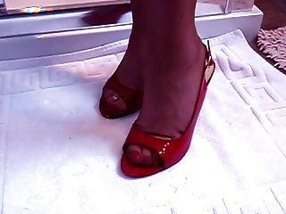 Modelo maduro del fetiche del pie con pies impresionantes
