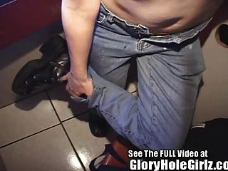 Gallo muere de hambre mono adolescente obtiene gloryhole cum cargas