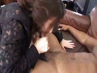 Madura sexy seducida por un portero