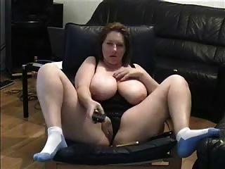 Madura dama dedo coño en la sala de estar