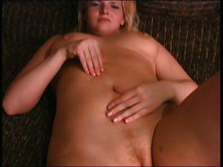 Rubia bbw ex novia jugando con las tetas y el coño