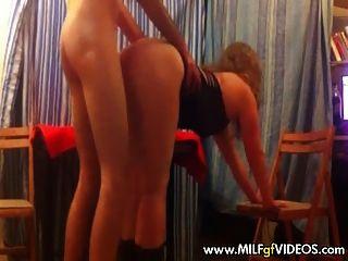 Aficionados milf en strippers vestido jodido estilo perrito
