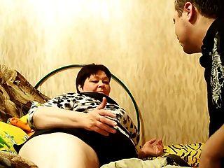 Mamá rusa madura y su hijo!¡aficionado!