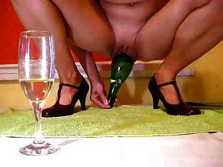 Big bottles fucking cunt inserciones pussy gime orgasmos 8