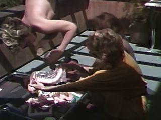 Annie anal y las amas de casa de la puerta trasera 1984