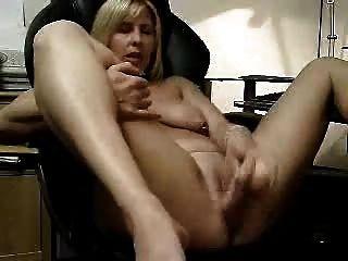 Video caliente de mi esposa masturbándose.Amateur maduro
