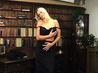 Tetas grandes rubias en sexy manguera y tacones