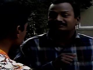 Bhamulu indio con chicos feos