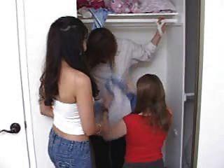 Mano en el armario