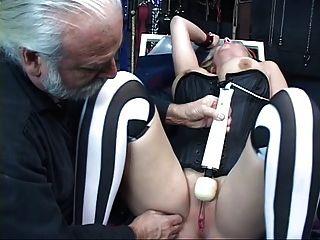 Sexy, rubia curvy obtiene atado, tiene su coño toyed