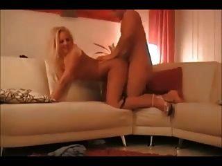 Caliente mujer rubia en la verdadera cinta de sexo casero