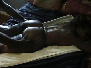 Masaje negro grande del botín