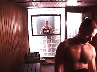 Caliente trío en sauna