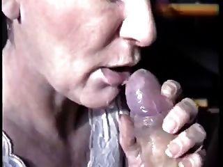 Semen grande en su boca