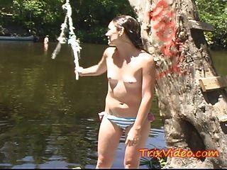 Caliente ama de casa adolescente se desnuda en público