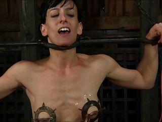 Esclavo torturado y pide cum 1 de 2