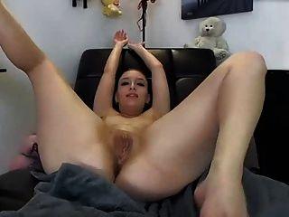 Enorme juguete anal en el culo con gran trabajo de chorros