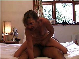 Sexy madura en la parte superior del coño y anal