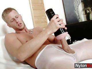 David se masturba en nylons hasta que se cums en sus pantyhose