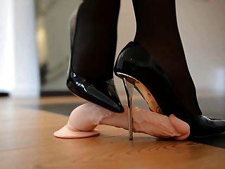 Pisoteando shoejob en diseñador de tacones altos y 55cm corsé