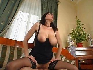 Tetas grandes sexy saggy boobs coño peludo