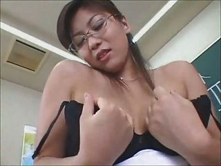 Maestro japonés sexy termina con pantie cum tiro
