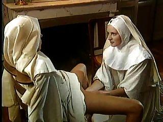 Clásico lesbiana monjas fisting magnífico