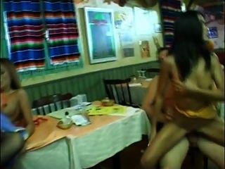 Camarera de bambú 2 follada