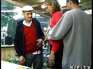Rubia francesa duro follada en trío con papy voyeur
