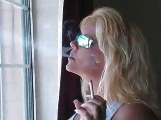 Hot blonde MILF fumando compilación