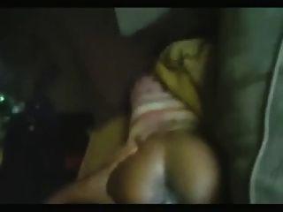 Pene negro grande rasgando el coño jamaicano
