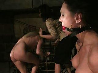 Prostituta se pone áspera y rizada