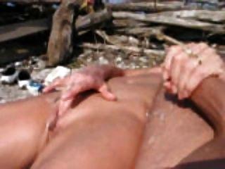 Handjob en la playa