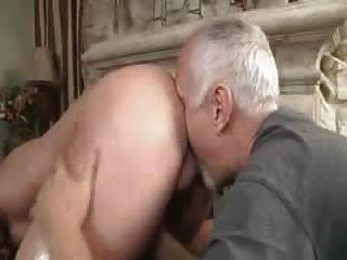 Stud recibe un masaje