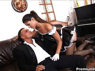 Sexy Maid le encanta coño y gallo