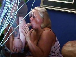 Gordo rubia madura masturba su coño peludo