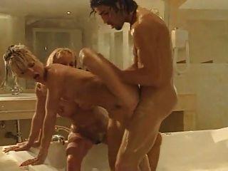 Baño de mierda con dos hot b