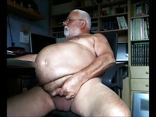 Gran abuelo vientre sacudidas de la cámara