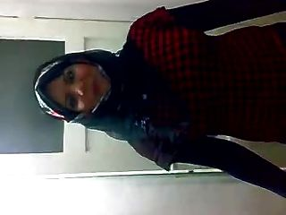 Arab hijabi puta bailando 3