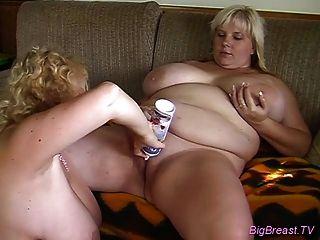 Pechos enormes pechos lésbicos consoladores duros para el orgasmo