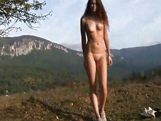 Chica rusa tiro al aire libre