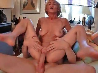 ¡La abuela saggy consigue una cogida buena!