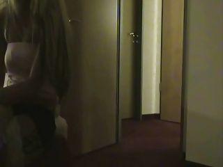 Puta real se la follan en una habitación de hotel