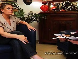 Un chico francés afortunado tener relaciones sexuales con una puta estudiante y una milf
