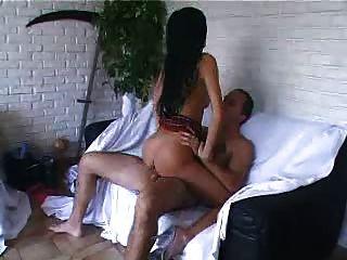 Chica caliente francés tiene un poco de sexo hardcore